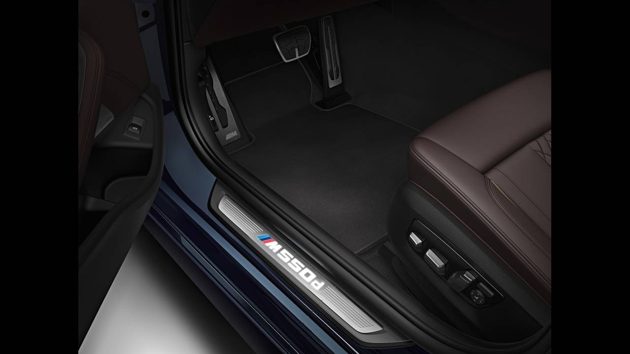https://cdn.cnngreece.gr/media/news/2017/04/26/78223/photos/snapshot/BMW-M550D-10.jpg