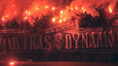 Με κουκούλες Κου Κλουξ Κλαν και σβάστικες νεοναζί οπαδοί της Ντιναμό Κιέβου στο γήπεδο