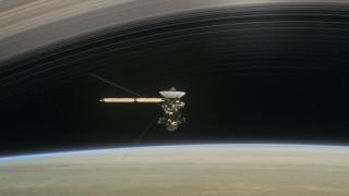 Το διαστημόπλοιο Cassini ξεκίνησε για το τελευταίο του ταξίδι (pics&vids)