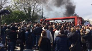 Ένταση κατά την επίσκεψη του Μακρόν σε εργοστάσιο στη Β. Γαλλία (pics&vids)