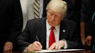Λευκός Οίκος: Υπό εξέταση εκτελεστικό διάταγμα για την αποχώρηση ΗΠΑ από τη NAFTA