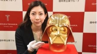 Στο «σφυρί» βγαίνει χρυσή μάσκα του Darth Vader από 15 κιλά ατόφιο χρυσάφι (Vid)