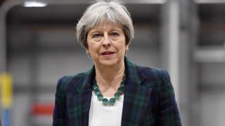 Η Μέι προειδοποιεί πως οι 27 της Ευρώπης ενώνονται εναντίον τους