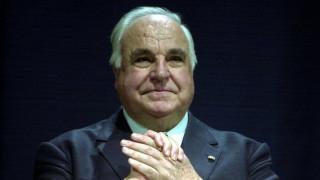 Αποζημίωση ενός εκατομμυρίου ευρώ για τον Χέλμουτ Κολ