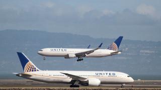 Συμβιβασμός της United Airlines με τον επιβάτη που ξυλοκοπήθηκε