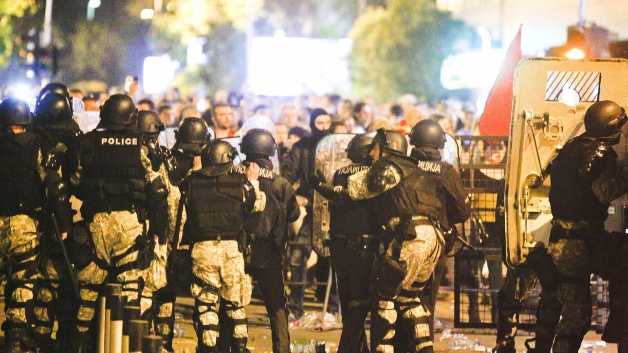 «Εκτροχιάστηκε» η κατάσταση στα Σκόπια-Αιματηρές ταραχές στο Κοινοβούλιο