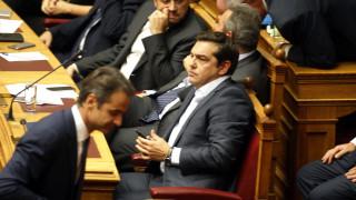 Μετωπική Τσίπρα - Μητσοτάκη στη Βουλή για τον εξωδικαστικό συμβιβασμό