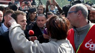 Γαλλικές εκλογές: Αποδοκίμασαν τον Μακρόν εργαζόμενοι εργοστασίου