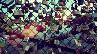 Pont des Arts: Το Παρίσι δημοπρατεί τα λουκέτα αγάπης για καλό σκοπό
