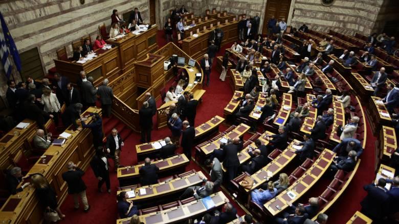 Αλαλούμ και ευτράπελα στην ψηφοφορία της τροπολογίας στη Βουλή