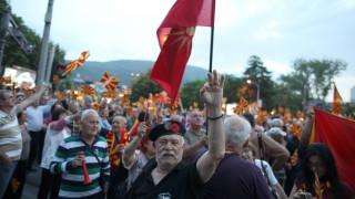 Έκρυθμη η κατάσταση στα Σκόπια – Νέες διαδηλώσεις κατά της Ευρώπης