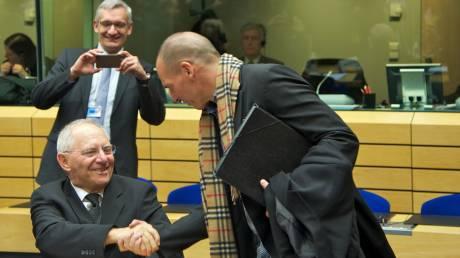 Οι αποκαλυπτικοί διάλογοι Σόιμπλε-Βαρουφάκη και το σχέδιο για προσωρινό Grexit