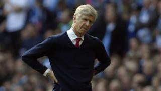 Το σύνθημα «Wenger Out» έφτασε και στο γήπεδο της Άρσεναλ (pics)