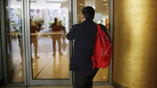 Τρέχουν να κλείσουν τις εκκρεμμότητες στις τράπεζες