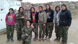 Κίμπερλι Τέιλορ: Η Βρετανίδα που παράτησε τα πάντα για να πολεμήσει τους τζιχαντιστές στη Ράκα