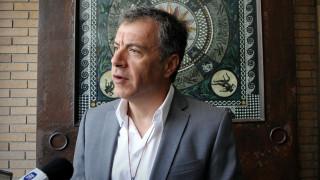 Στ. Θεοδωράκης: Η χώρα δεν θα πάει μπροστά χωρίς απαντήσεις για τις ληστείες του παρελθόντος