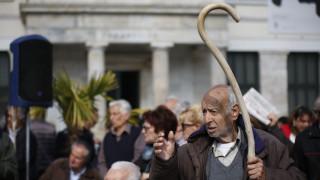 «Προνομιούχοι» οι συνταξιούχοι των 1.000 ευρώ