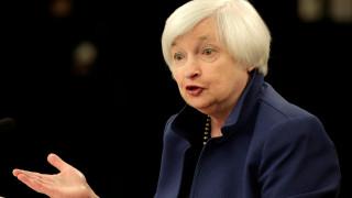 Αντιμέτωπη με «διπλό δίλλημα» η Fed