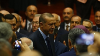 Ο Ερντογάν ξανά στο «τιμόνι» του AKP