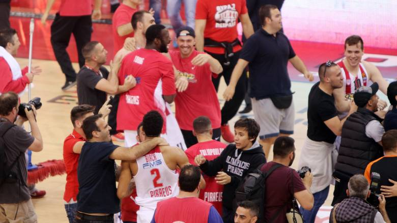 Euroleague: Ο Ολυμπιακός νίκησε την Εφές και προκρίθηκε στο Final 4 (vid)