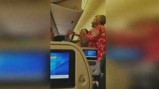 Άγριος καυγάς σε πτήση: Μπουνιές και… «γαλλικά» μεταξύ επιβατών