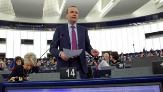 Βέμπερ: Το πρόβλημα της Ελλάδας είναι ότι έχει κομμουνιστή πρωθυπουργό