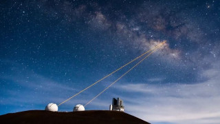 Ο γαλαξίας στο πιάτο σας: Τα φουτουριστικά τηλεσκόπια με λέιζερ του όρους Mauna Kea  (pics+vid)