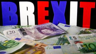 ΕΕ-Βρετανία: Σύγκρουση για τον λογαριασμό του Brexit
