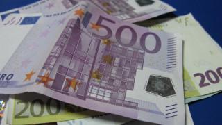 Οικιακή βοηθός αφαιρούσε επί μήνες χρήματα από την 62χρονη εργοδότριά της