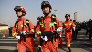 Αυτός ο απεγκλωβισμός θα τους μείνει αξέχαστος: 10 πυροσβέστες για να σώσουν ένα πρόβατο (Vid)