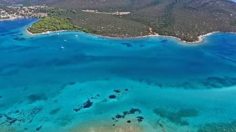 Αυτός ο «απέραντος τιρκουάζ παράδεισος» είναι μόλις τρεις ώρες από την Αθήνα (vid)
