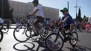 Ποδηλατικός Γύρος Αθήνας: 15.000 ποδηλάτες στην πλατεία Συντάγματος