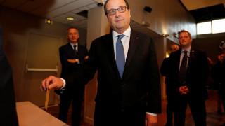 Γαλλικές Εκλογές: Το εκλογικό του δικαίωμα άσκησε ο Φρανσουά Ολάντ (pics)