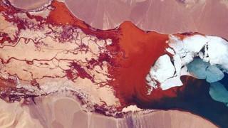 Η μαγική όψη της μιας πολύχρωμης λίμνης στα Ιμαλάια μέσα από τα μάτια ενός αστροναύτη