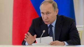Ο Πούτιν δηλώνει έτοιμος να συνεργαστεί με τον Μακρόν