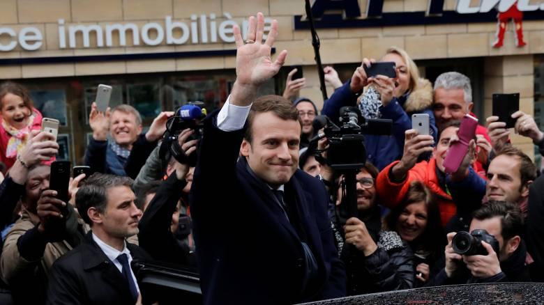 Σχηματισμός κυβέρνησης και βουλευτικές εκλογές οι επόμενες μάχες του Εμανουέλ Μακρόν