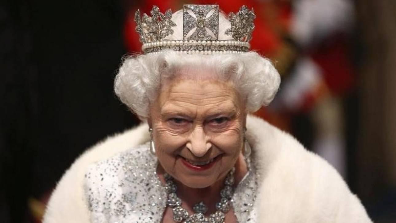 Η 91χρονη βασίλισσα Ελισάβετ οδηγεί μόνη της τζάκουαρ (pics)