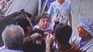 Τουρκία: 2χρονο κοριτσάκι έπεσε από το μπαλκόνι στο κενό και σώθηκε από περαστικούς (vid)