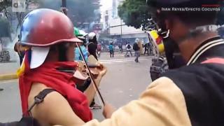 Βενεζουέλα: Ο άνδρας που διαδηλώνει με το βιολί του