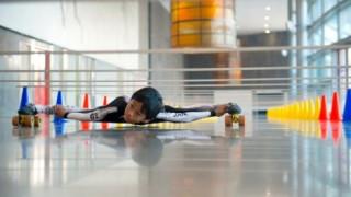 Ρεκόρ Γκίνες: Εννιάχρονο παιδί-λάστιχο πέρασε κάτω από 146 μπάρες (vid)