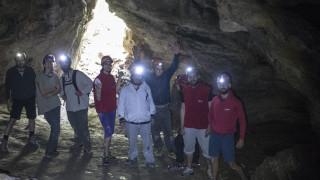 Ανακαλύπτοντας τον μοναδικό Εθνικό δρυμό της Πάρνηθας: Πεζοπορία στο σπήλαιο Πανός