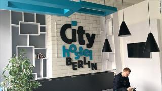 Προσέξτε που θα μείνετε στο Βερολίνο... Μπορεί να χρηματοδοτείτε την Β. Κορέα (pics)