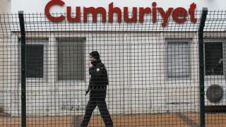 Υπό κράτηση στην Τουρκία ο αρχισυντάκτης της Cumhuriyet