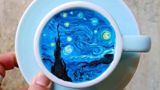 O barista που δημιουργεί τέχνη στα φλιτζάνια του καφέ (pics)
