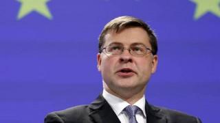 Ο Ντομπρόβσκις στους πιστωτές: Εμπιστευτείτε την Ελλάδα