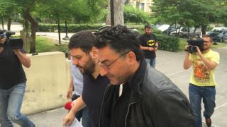 Στον εισαγγελέα οδηγήθηκε ο «πιστολέρο» του Εφετείου Αθηνών (pic&vids)