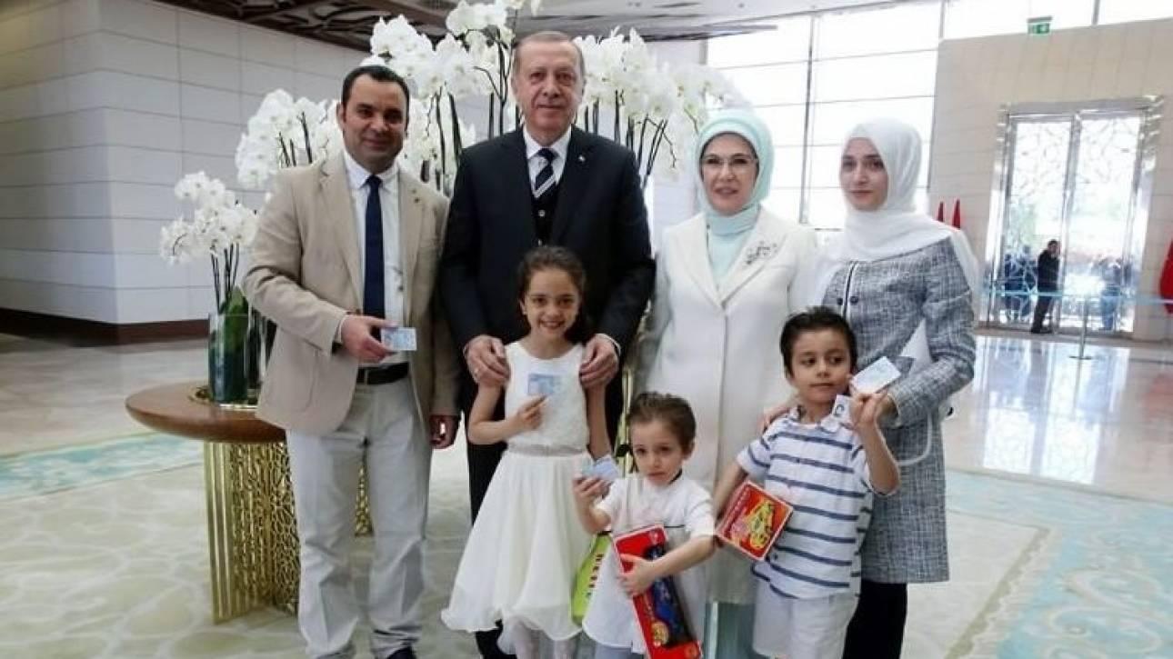 Η μικρή Μπάνα από το Χαλέπι πήρε την τουρκική υπηκοότητα από τον ίδιο τον Ερντογάν
