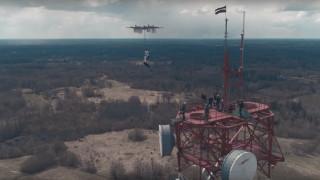 Λετονός skydiver εκτελεί το πρώτο άλμα από drone που έχει γίνει ποτέ (Vid)