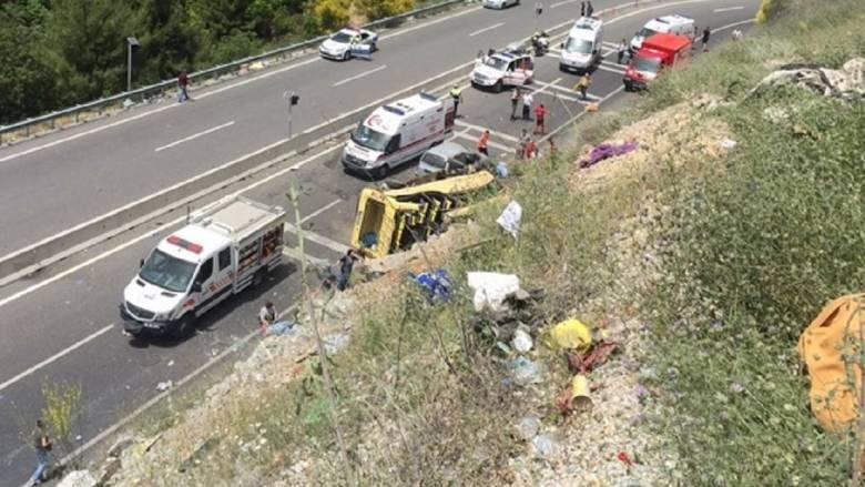 Τουρκία: 17 νεκροί από ανατροπή τουριστικού λεωφορείου (pics)