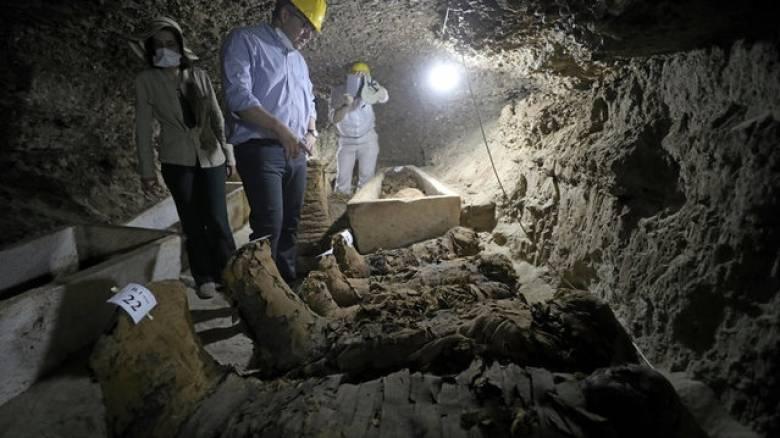 Αίγυπτος: Νεκρόπολη με τουλάχιστον 17 άθικτες μούμιες ανακάλυψαν οι αρχαιολόγοι (pics)